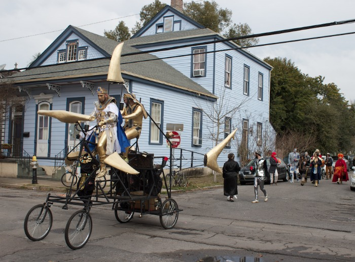 Cool fish-bike. Plus, I used to live in this blue house.